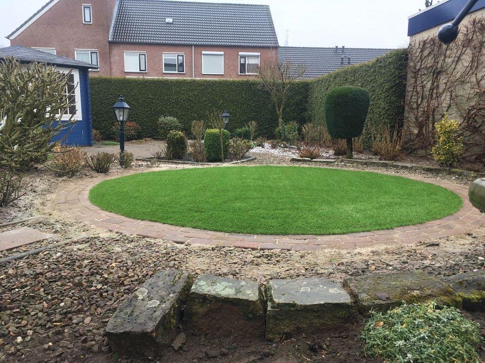 Ronde kunstgras en bestrating plaatsen in Huissen