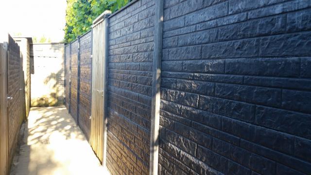 Beton-schutting met motief incl. plaatsen