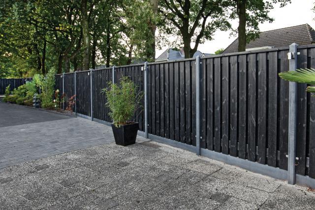 Hout-beton zwart gespoten Stuttgard 180x180 incl. plaatsen